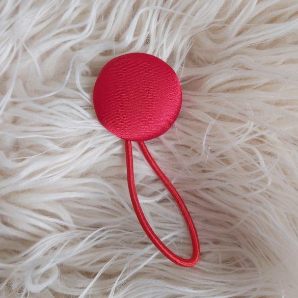 Piros szatén gomb hajgumi
