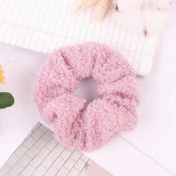 Rózsaszín bundás hajgumi