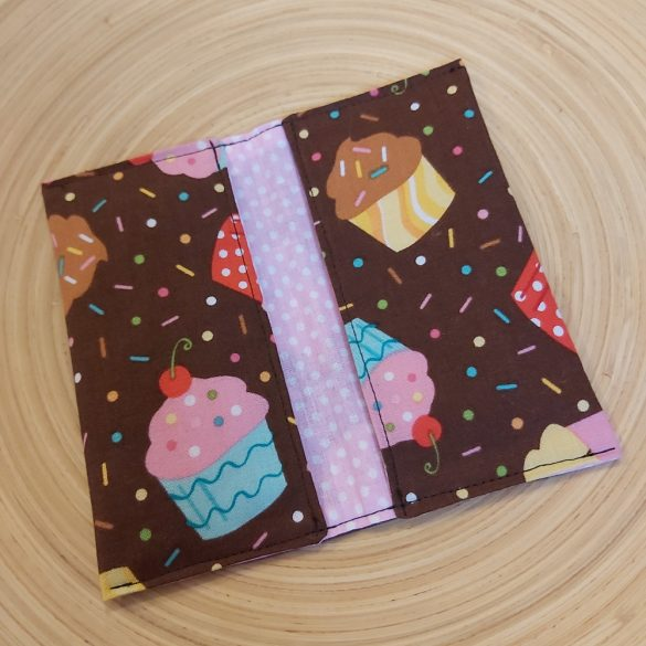 Barna muffin mintás papírzsebkendő tartó